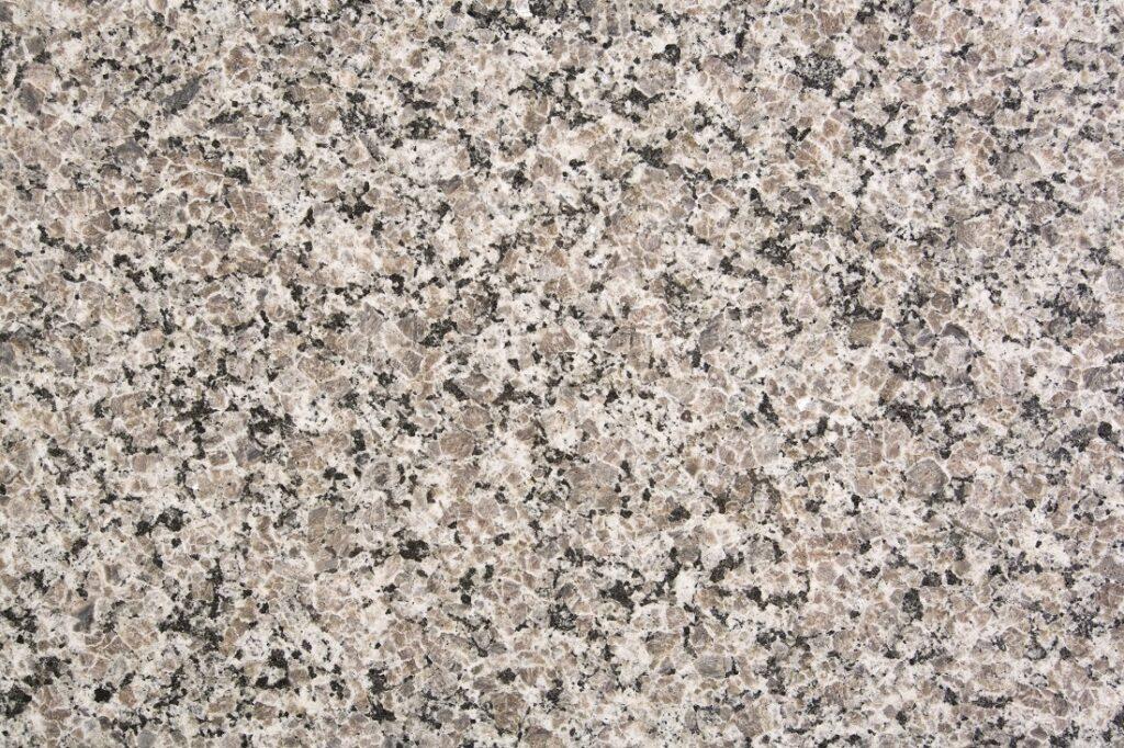 Dlaczego granit to najlepszy materiał na nagrobek?